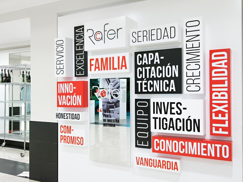 diseño expositivo aniversario empresa SinPalabras